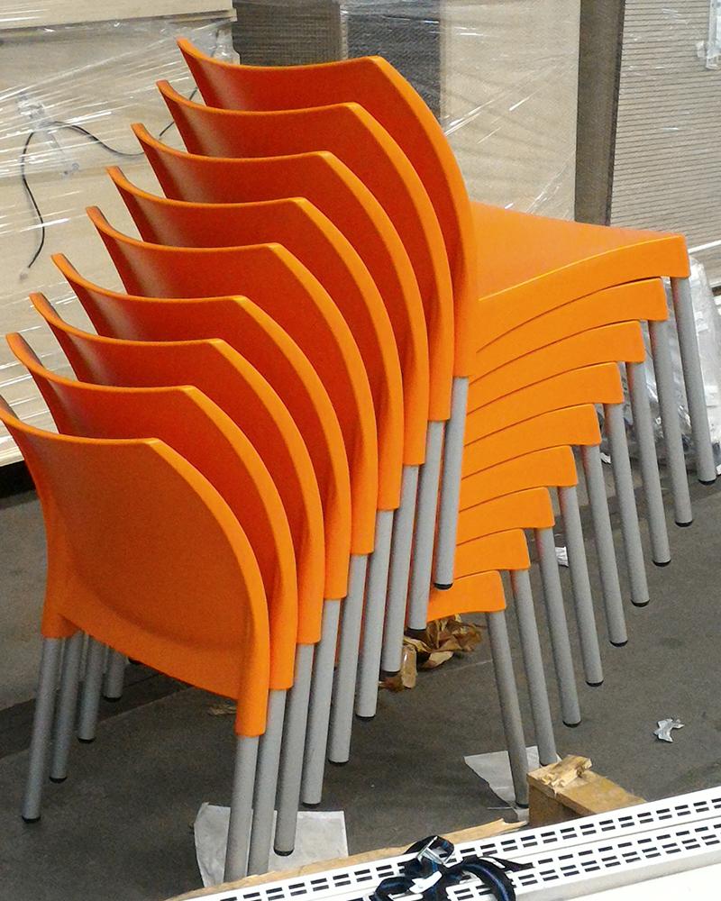 Sedie arancioni scaffali usati bologna compravendita for Acquisto sedie
